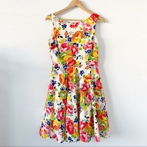 Betsey Johnson Pleated Floral Print Dress size 8